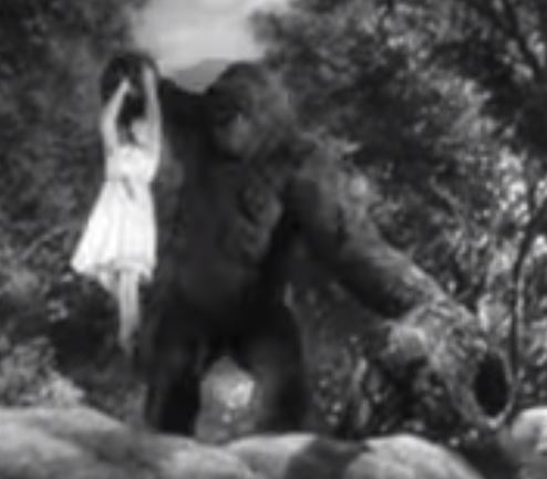 MIGHTY JOE YOUNG. This Ape is so freakin' Alpha that he's doing reverse curls with a hot 1930s blonde.