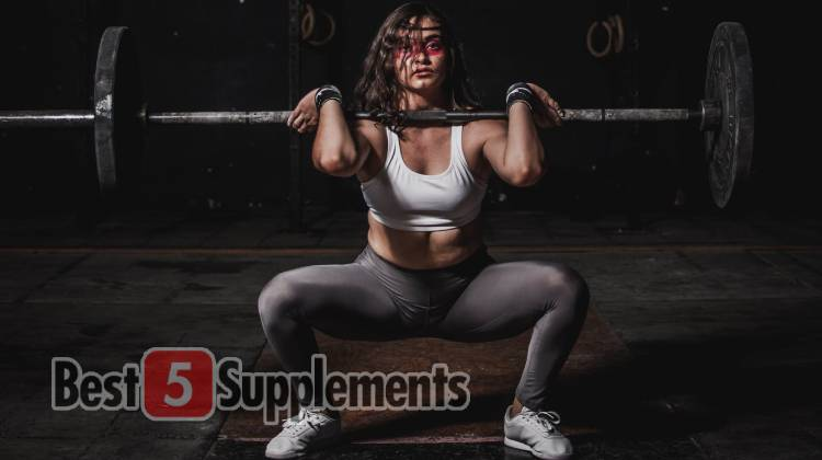 A women lifting weights while trying out the best fat burner that doesn't cause side effects